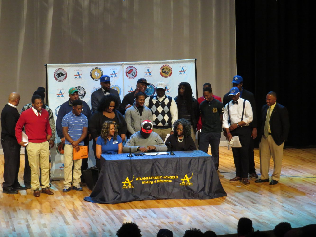 2015 National Football Signing Day for APS