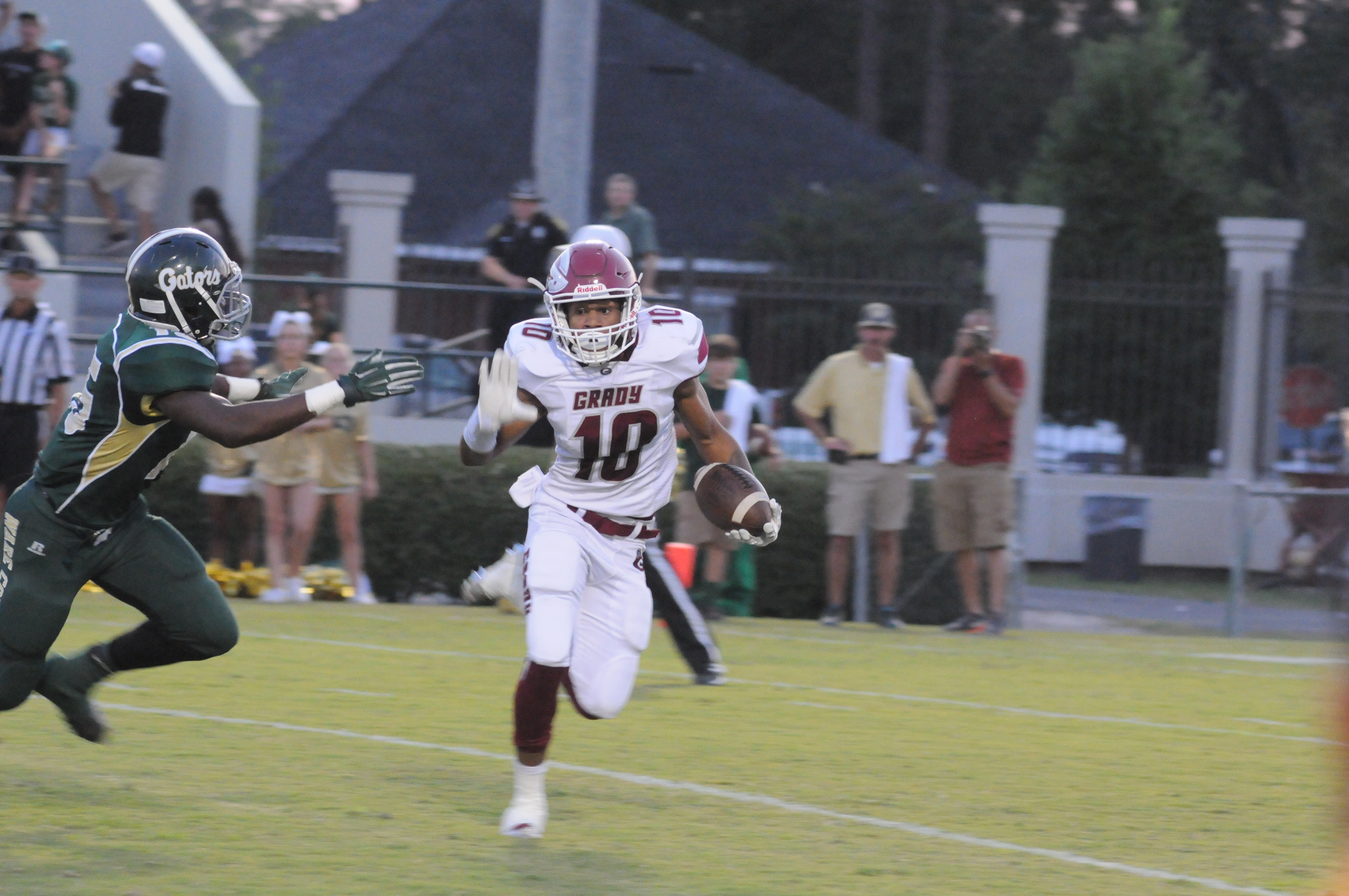 Senior Jacquez Sloan runs a jet sweep around Ware County defense for 11 yards.
