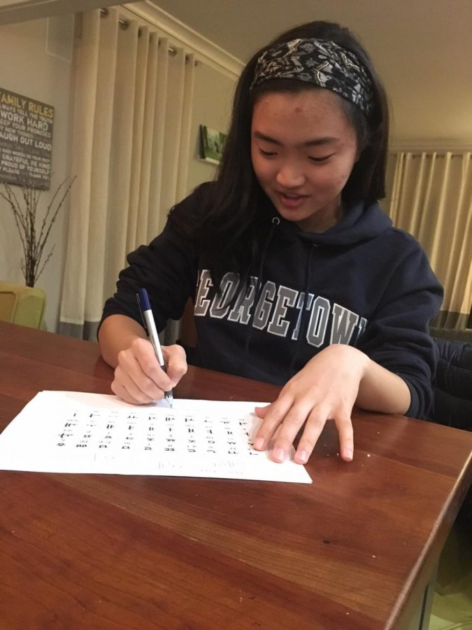 Sophomore Sarah Likins practices writing and pronouncing the letters of the Korean alphabet. Likins has been learning Korean in order to develop further connections with her grandparents, who do not speak english.