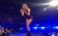 Taylor concert Swiftly merges old and new