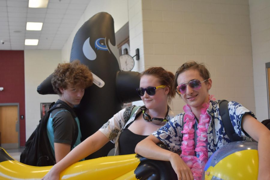 Sophomores+show+off+while+decked+out+in+floats+and+tropical+gear+on+Stay+Afloat+Day.