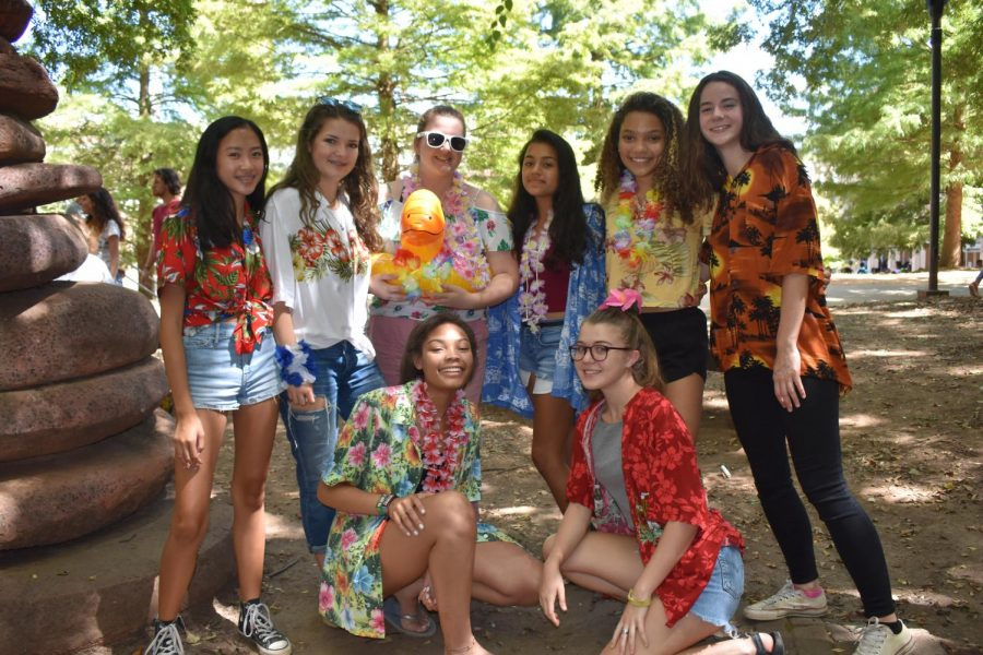 Juniors met Stay Afloat Day with excitement as they ate lunch in the courtyard.