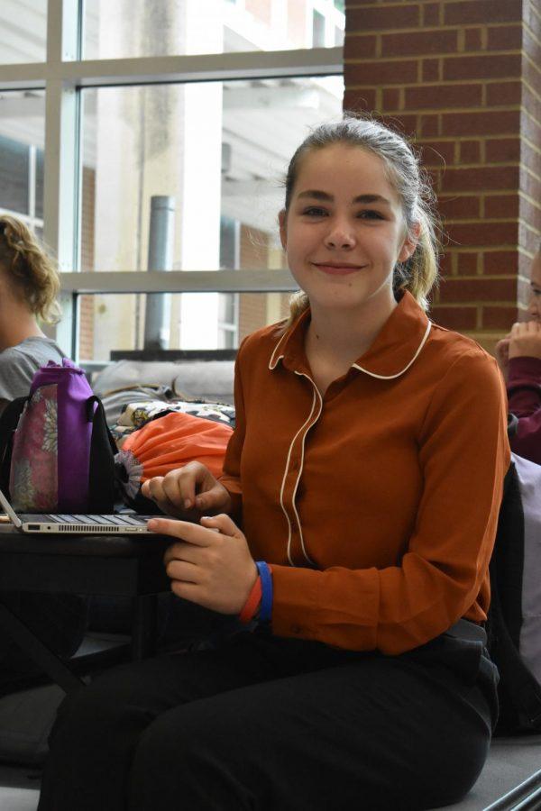 Emma Harmon, junior