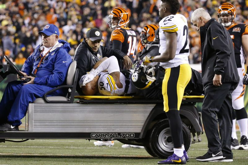 Pittsburg+Steelers+linebacker+Ryan+Shazier+was+carried+off+the+field+last+year+after+suffering+a+spinal+contusion.+Injuries+in+the+NFL+like+this+affect+both+the+physical+and+mental+health+of+the+player.
