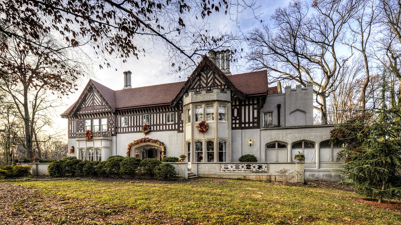 This mansion has been repurposed as a location for fine arts classes and events.