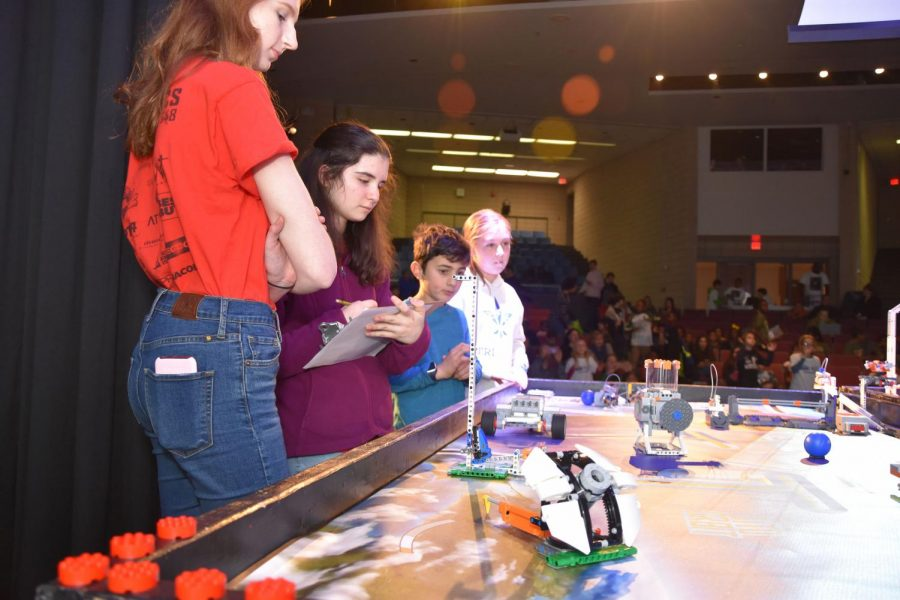 Grady+Robotics+members+judging+team%27s+robots+as+they+race+Lego+MindStorm+in+the+FIRST+Lego+League+competition.