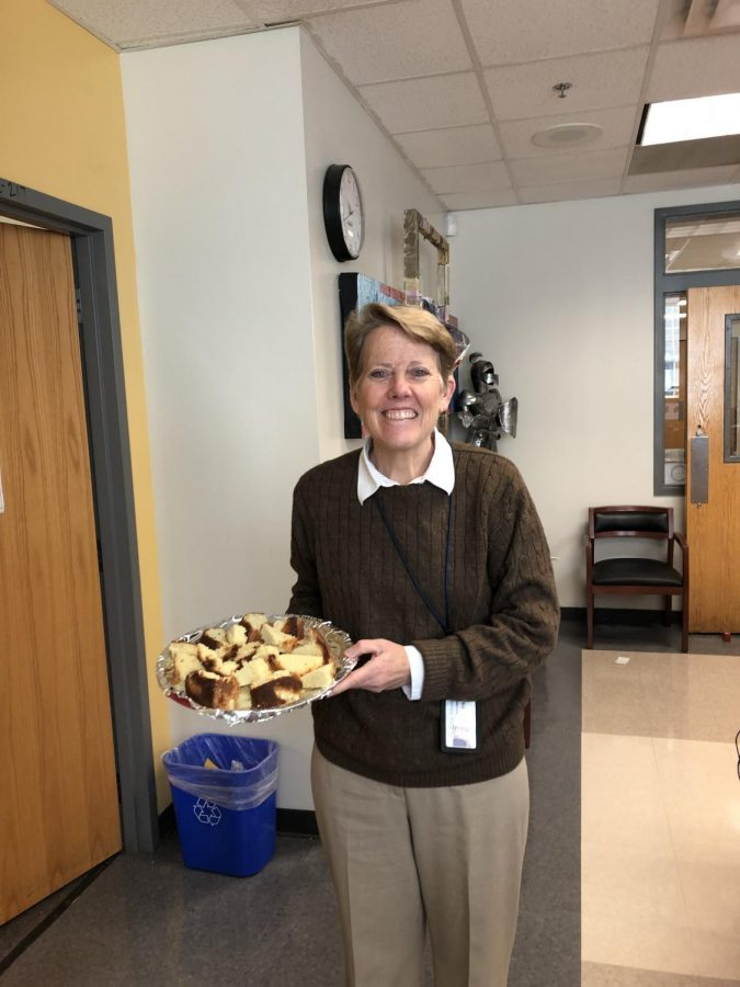 BOCKMAN+BAKING%3A+Principal+Dr.+Betsy+Bockman+stands+with+freshly+baked+pound+cake.+Dr.+Bockman+brings+in+treats+twice+a+week.