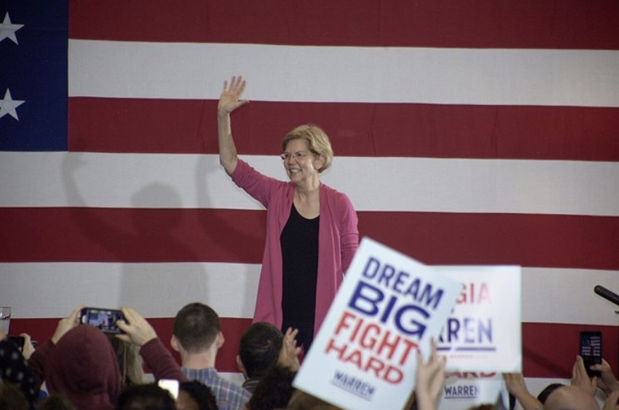 Democratic+Presidential+candidate+Elizabeth+Warren+waves+to+supporters+during+a+rally+at+Central+Gwinnett+High+School.+Warren+is+part+of+a+crowded+Democratic+field+that+is+vying+for+the+nomination+and+chance+at+beating+incumbent+Donald+Trump.