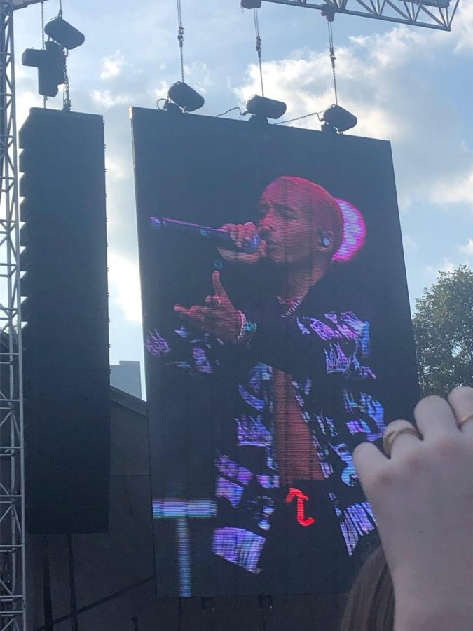 Artist Jaden Smith made a brave choice of wearing a full sweatsuit with pants and a jacket. He instantly regretted the decision and continued to complain about the heat throughout his performance.
