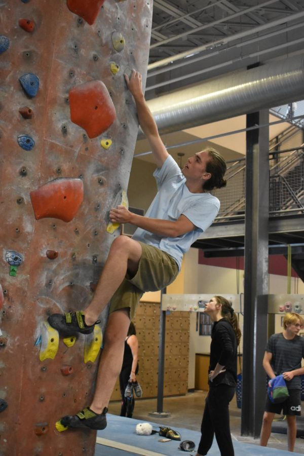 Senior+Will+Meyer+climbs+a+bouldering+route+at+Stone+Summit+before+his+shift+starts.+Meyer+has+been+climbing+since+9th+grade%2C+and+is+planning+on+going+on+a+climbing+trip+to+a+cliff+in+Kentucky+with+fellow+employees.