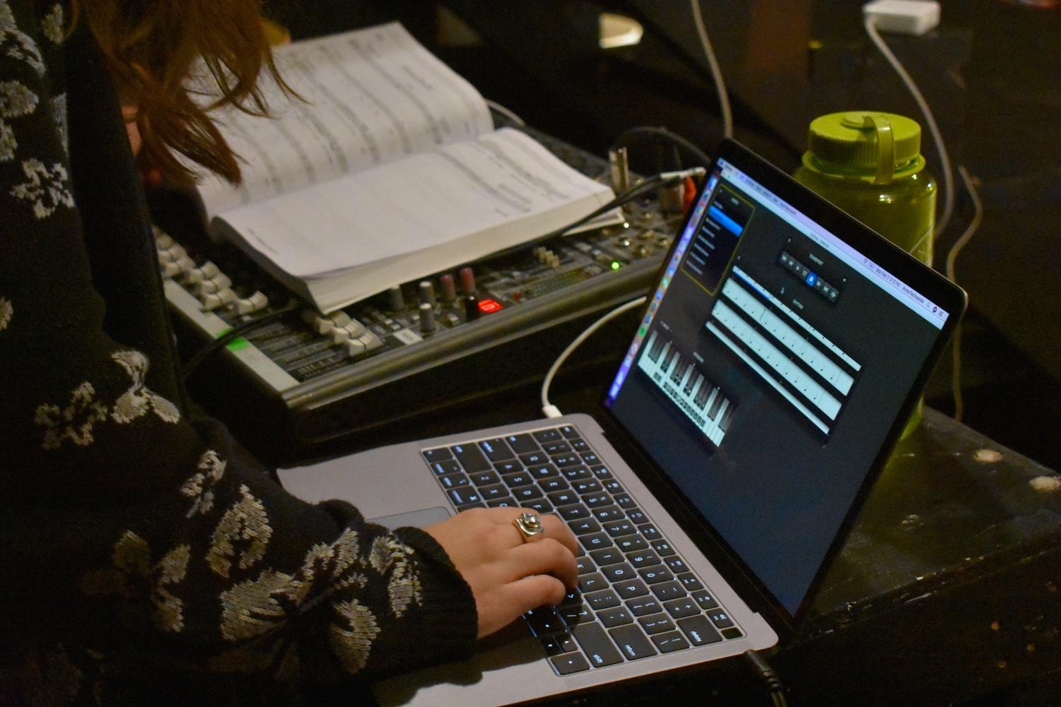 Sophomore+Anna+Rackwalski+operates+a+software+called+Sinfonia%2C+which+performs+live+orchestra+via+users+tapping+the+tempo.