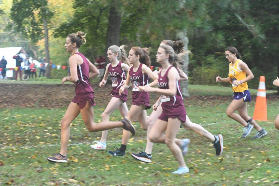 Five+of+Grady%27s+top+female+runners+spring+to+the+front+of+the+race+in+the+regional+meet%2C+led+by+sophomore+Jamie+Marlowe.