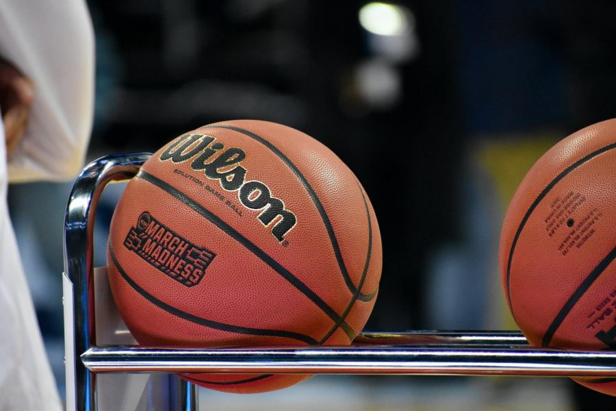 The+NCAA+Men%E2%80%99s+Division+I+Basketball+Tournament%2C+branded+as+NCAA+March+Madness%2C+has+been+plentiful+with+upsets.+The+players+are+working+at+high-intensity+levels%2C+despite+the+lack+of+fans+present+in+the+stadiums.+However%2C+the+athletes+are+not+compensated+for+their+outstanding+performances+and+instead+function+as+cheap+labor+for+enormous+college+administrations.